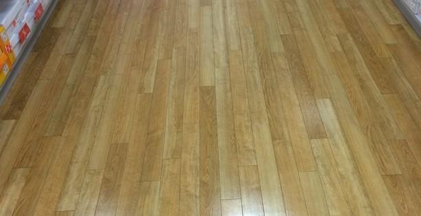Čištění a voskování dřevěné podlahy Brno