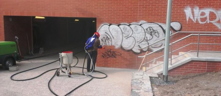 Odstranění graffiti pískováním beze stínů Brno